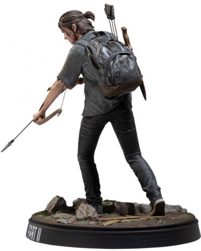 Statueta Dark Horse: The Last of Us Part II - Ellie with Bow, 20 cm - 3